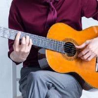 tocar la guitarra siendo zurdo portada