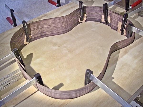 la madera de los aros es una de las partes de la guitarra que influye mucho en el sonido