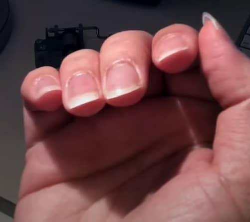 Tocar la guitarra con uñas largas en rampa 2